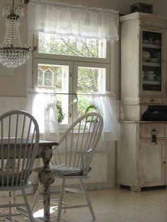 little cottage kitchen...