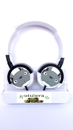 Totoro Headphones are here! With them you can enjoy Miyazaki movies and its soundtrack with excellent sound quality!    Headphones Philips Headband