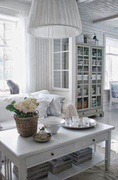 Witte eetkamer, wat een gezelligheid.         Ruime keuken met wat aparte hoekjes       Over ruime keuken gesproken, moooooi!       Mooi wi...