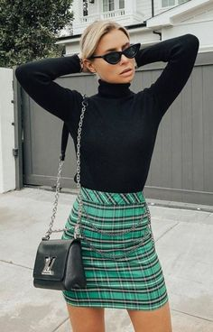 30 Fantastic Casual Outfit Ideas for Fall Cool Outfit Black High Neck Top Plus Green Skirt Plus Bag. Street Style Outfits, Fashion Outfits, Womens Fashion, Fashion Trends, Green Plaid Skirt, Plaid Skirts, Women's Skirts, Green Skirt Outfits, Black High Neck Top