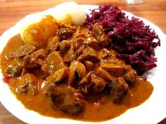 Hirschgulasch mit Rotwein und Speck Venison goulash with red wine and bacon (recipe with picture) Healthy Eating Recipes, Lunch Recipes, Meat Recipes, Dinner Recipes, Cooking Recipes, Food N, Good Food, Food And Drink, Austrian Recipes