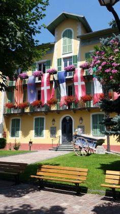 Città di Tende, hotel piazza principale.