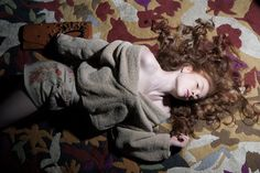 NACHBARIN, Europäisches Modedesign _ pic by Michael Dürr _ top: Veronique Leroy, pants: SWASH, clutch: Emmanuel Katsaros