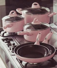 Kitchen Pots and Pans. I am not an overly pink loving person, but I really am loving these. How fun to cook with.Pink Kitchen Pots and Pans. I am not an overly pink loving person, but I really am loving these. How fun to cook with. Pink Kitchenaid Mixer, Cute Pink, Pretty In Pink, Tout Rose, Pink Houses, Everything Pink, Cookware Set, Cast Iron Cookware, Shabby Chic Style