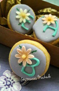 Lembrancinha comestível - biscoito amanteigado de baunilha. Um charme essa letra. Faça o seu orçamento pelo whatsApp (32)988548421