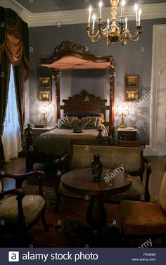 Nottoway plantation Century antebellum mansion master bedroom with chandelier and half-tester bed in Louisiana, USA Stock Photo Southern Plantation Homes, Southern Mansions, Southern Plantations, Victorian Bedroom, Victorian Furniture, Victorian Homes, Mansion Bedroom, Mansion Interior, Traditional Bedroom
