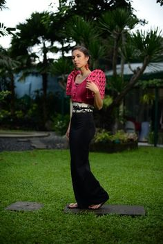 Modern Filipiniana Dress, Bell Bottom Jeans, Women Wear, Gowns, Chic, Womens Fashion, Eye Makeup, How To Wear, Outfits