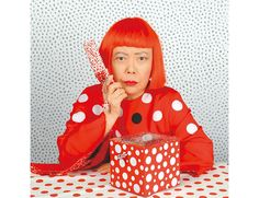 Yayoi Kusuma - At 83 years old, this lady still lives and breathes for Polka Dots. Ethereal, bold, frenetic, peaceful and sculptural... Yayoi Kusama, Ecole Art, Petite Section, Damien Hirst, Louis Vuitton, Foto Art, Japanese Artists, Japanese Female, Art History