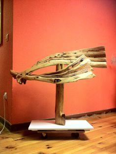 Resaca 2013. Escultura de madera de savina. Pilar Posada