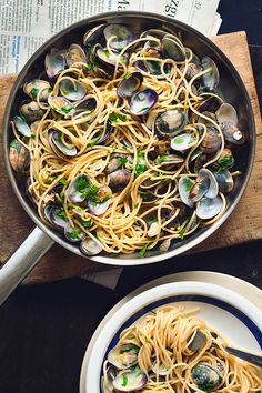 Low Unwanted Fat Cooking For Weightloss Spaghetti Alle Vongole. A Delicious, Juicy Dish That Should Be Kept Simple. No Tomatoes, No Cream. Just Clams, Garlic And Parsley. Fish Recipes, Seafood Recipes, Pasta Recipes, Cooking Recipes, Healthy Recipes, Italian Dishes, Italian Recipes, Spaghetti Vongole, Seafood Pasta