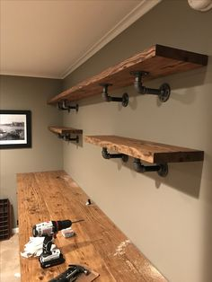 Diy Home Bar, Bars For Home, Diy Home Decor, Diy Furniture Projects, Pipe Furniture, Home Projects, Rustic Shelves, Wood Shelves, Live Edge Shelves