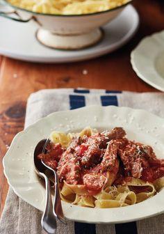 As julle steak gebraai het, en daar is 'n paar stukkies oorskietvleis, is hierdie smaaklike pasta 'n slim plan. Light Recipes, Waffles, Steak, Pizza, Meals, Breakfast, Slim, Food, Skinny Recipes