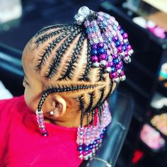 All styles of box braids to sublimate her hair afro On long box braids, everything is allowed! For fans of all kinds of buns, Afro braids in XXL bun bun work as well as the low glamorous bun Zoe Kravitz. Toddler Braided Hairstyles, Little Girl Braid Hairstyles, Black Kids Hairstyles, Girls Natural Hairstyles, Baby Girl Hairstyles, Box Braids Hairstyles, Natural Hair Styles, Toddler Braids, Short Hairstyles