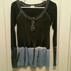 Daytrip ombre top Marbled black/ grey to blue/ white. Scoop neck. Worn once. Can be worn off the shoulder Buckle Tops