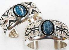 2 wonderful cuffs by Navajo artist Dan Jackson Kingman Turquoise, Turquoise Stone, Turquoise Jewelry, Old Jewelry, Jewlery, American Indian Jewelry, Sterling Silver Jewelry, Bracelet Watch, Jackson