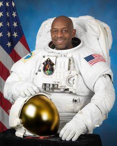 NASA astronaut Robert L. Satcher Jr.,August 19, 2009.