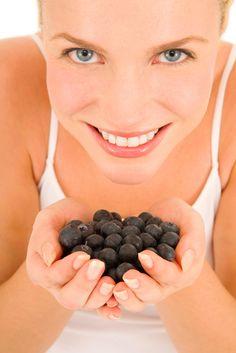 Blueberries Health Benefits : Blueberries For Skin. Fast Metabolism Diet, Metabolic Diet, Clean Eating Soup, Healthy Eating, Blueberries Health Benefits, Blueberry Benefits, Food For Glowing Skin, Benefits Of Organic Food, Natural Fertility
