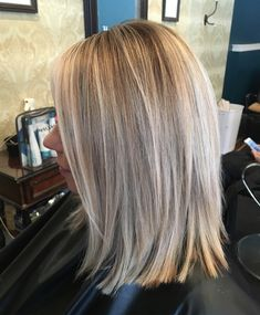 Lob with a rooted baby-light. Lob with a rooted baby-light. Medium Hair Cuts, Medium Hair Styles, Short Hair Styles, Hair Color And Cut, Hair Affair, Great Hair, Balayage Hair, Haircolor, Hair Today