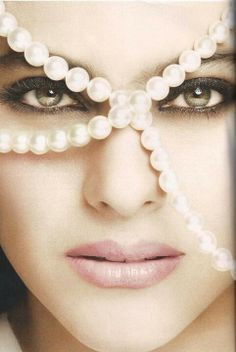 Kajol...........breathtaking with the pearls and without them...stunning..BellaDonna