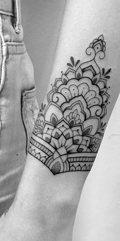 mandala tattoo Ornamental Tattoos That Turn Your Body Into A Living Piece Of Art. From intricate detailed mandalas to floral tattoo designs, these ornamental tattoos will show you that beauty doesnt need an explanation. Tattoos Mandalas, Dotwork Tattoo Mandala, Mandala Hand Tattoos, Mandala Tattoo Sleeve, Mandala Tattoo Design, Sleeve Tattoos, Tattoo Sleeves, Detailliertes Tattoo, Art Deco Tattoo