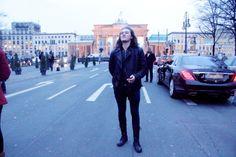 Die schmale Lederjacke für den Mann ist im Winter 2014 im Trend.