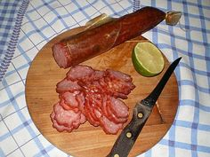 :. Médio/ Difícil – 38 unidades Ingredientes: 22 kg de carne de porco 3 kg de toucinho defumado 1 kg de Aglomax Salame 250 g de Emulsificante Dicarne 303 125 g de Condimento Real Sabor Elite 1 &#82…