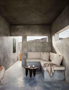 Design meets the desert at West Texas' Willow House, from first-time hotelier Lauren Werner. Madison Square Garden, Moroccan Lounge, Living Area, Living Spaces, Tulum, Concrete Interiors, Willow House, Le Far West, Indoor Outdoor Living
