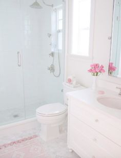 40 Apartment Bathroom Remodel Ideas on A Budget - Bathroom design small - Bathroom Decor Bathroom Floor Tiles, Bathroom Kids, Bathroom Design Small, Bathroom Marble, Bathroom Designs, Master Bathroom, Budget Bathroom, Master Baths, Shower Tiles