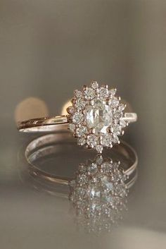 5 Must-Read Reasons Why a Halo Engagement Ring Deserves to Be On Your Wish List - Ring verlobung - Engagement Ring Rose Gold, Antique Engagement Rings, Engagement Ring Settings, Solitaire Engagement, Inexpensive Engagement Rings, Wedding Rings Vintage, Wedding Jewelry, Wedding Bands, Unique Rings