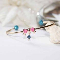 Bracelet jonc en plaqué or gold filled, doré, bleu, rose, résine pailletée : Bracelet par lomea