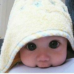 Image uploaded by Julie. Find images and videos about cute, eyes and baby on We Heart It - the app to get lost in what you love. Precious Children, Beautiful Children, Beautiful Babies, Beautiful Eyes, Baby Pictures, Baby Photos, Cute Pictures, Baby Kind, Baby Love