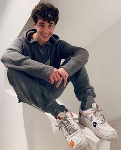 u make me happy ♥️ // U Make Me Happy, Hunter Rowland, Foot Socks, Male Feet, Guys, Sneakers, Shoes, Fashion, Tennis