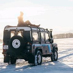@maxime_north Defender Follow us ---> @dailyoverland @landrover #DefenderSeries #DefenderLife... Land Rover Defender 110, Defender 90, Landrover, 4x4, Photography Ideas, Monster Trucks, Road Trip, Action, Lady