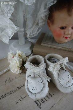 Chaussures de bébé anciennes Brocante de charme atelier cosy.fr