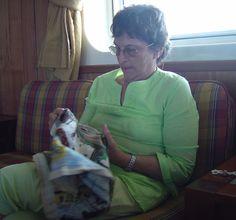 """Isla de Pascua 2006."""" en el Salon de Popa del buque, bordando mientras navegamos hacia la Isla"""""""