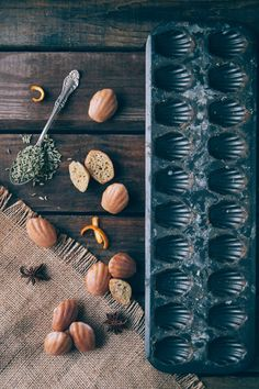 nothing but delicious kinfolk feature: Spiced Bourbon Madeleines Food Photography Styling, Food Styling, Fotografie Workshop, Madeleine Recipe, Bourbon Glaze, Pause Café, Kinfolk, Natural Home Decor, Eat Dessert First