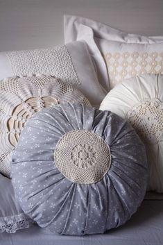 Нейтральный цвет в текстиле. Круглые подушки от Éva Hosszú-Bardócz. – БЛОГ ДОРИС ЕРШОВОЙ