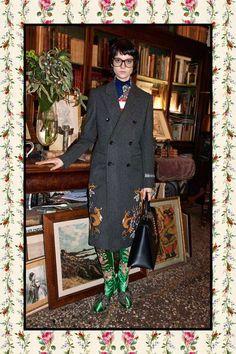 Entre luvas de ópera e moletons com capuz, Alessandro Michele faz uma grande mistura na pré outono-inverno 2017/18 da Gucci, do jeito que ele gosta.