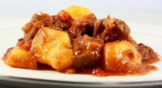 Cocinar carne guisada de ternera con patatas. Receta para Thermomix TM5 y TM31. ¡Súper fácil y rápida de hacer!. Recetario de carnes guisadas.