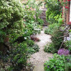 8 effective tips for narrow town garden success - The Middle-Sized Garden…