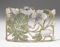 Réne Lalique   plaque de cou with anemones, ca.1900