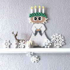 en smuk Lucia-pige i perler Hobbies And Crafts, Diy And Crafts, Crafts For Kids, Hama Beads Patterns, Beading Patterns, Perler Bead Art, Perler Beads, Hama Beads Christmas, Christmas Ornaments