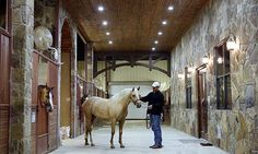 Tom McCutcheon Reining Horses barn- I wish i boarded at a place this nice!