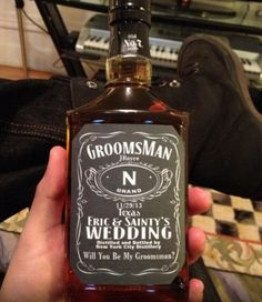 30 Cool And Creative Groomsmen Gifts | HappyWedd.com