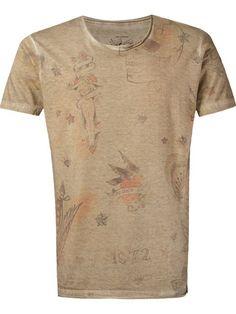 http://www.farfetch.com/br/shopping/men/ellus-camiseta-estampada-item-11002086.aspx?storeid=9739