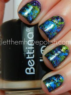 "A ""splatter"" effect for spectacular nails!"