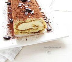 Een heerlijk recept voor een zelfgemaakte tiramisurol van biscuitdeeg, romige mascarpone en overheerlijke la Chouffe coffee