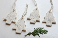 DOGS: Lovely White Dough / Homemade Modeling Dough for Christmas Ornaments Salt Dough Christmas Decorations, Diy Christmas Ornaments, Homemade Christmas, Christmas Fun, Holiday Decorations, Salt Dough Crafts, Salt Dough Ornaments, Clay Ornaments, Homemade Ornaments