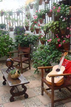 El mejor momento para visitar Córdoba, es durante la fiesta de los patios cordobeses ;-) #destinos