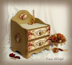 Фотография Decoupage, Miniature Dollhouse Furniture, Dollhouse Miniatures, Jewellery Boxes, Casket, Painting On Wood, Diy And Crafts, Decorative Boxes, Shabby Chic